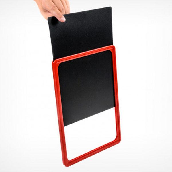 Sistem ubacivanja pisi brisi table u plasticni ram