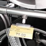 Magnetni-nosac-za-karticu-slika-u-prodavnici