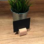 Drvena-baza-drzaci-za-cene-svetli-slika-iz-prostora